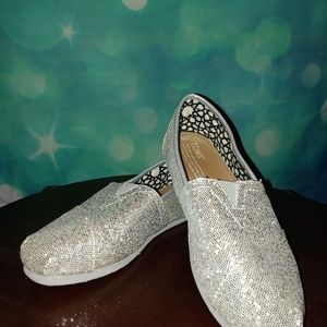 Classic Toms silver sparkle glityer shoes.